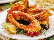 Рецепта Пържен шаран на филета или котлети (шайби) паниран в брашно със сос от масло и лимон